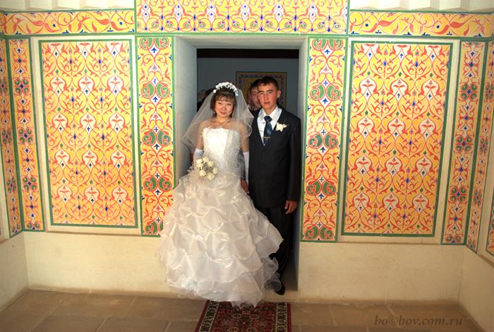 Внутри мавзолея   Курмангазы. Свадебный обряд.